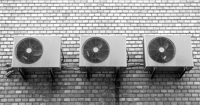 zeď s ventilátory.jpg