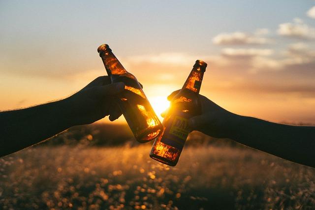 piva při západu slunce