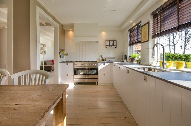 kuchyň s moderním nábytkem